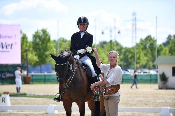 data/inhalt/events/2017/17087_CDN-A/horsesportsphoto_samstag_17087/20170527-14324852-001_kl_.jpg